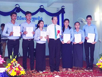 カンボジアを担う人材と育てるプノンペン大学奨学金制度
