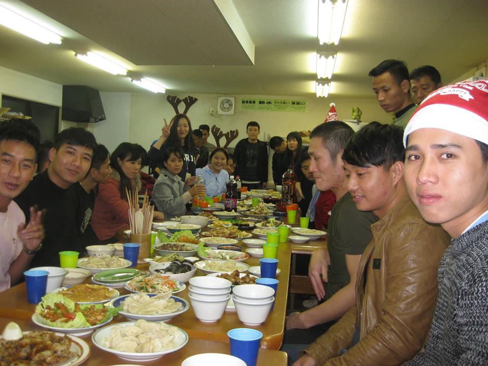 岡山研修センターで外国人技能実習生が集まり、クリスマス会を行いました。