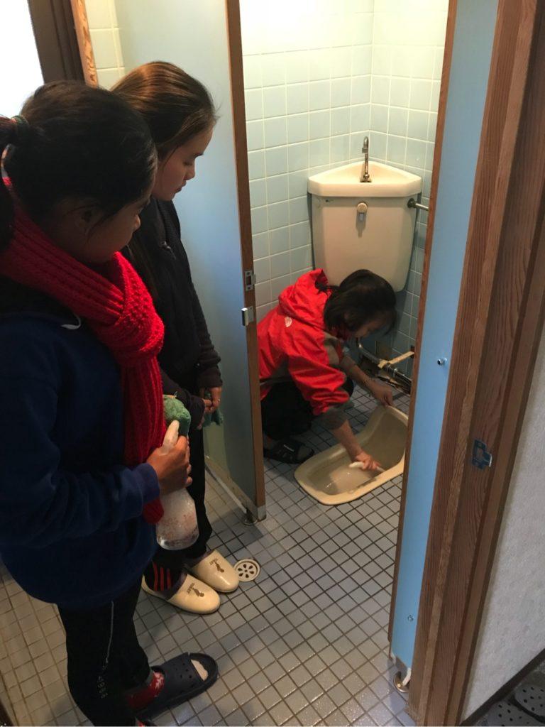 日本のトイレ掃除体験